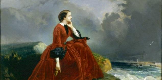 l'impératrice en sa robe purpurine admire le déchainement impétueux de la nature à Biarritz en se faisant un petit peu chier
