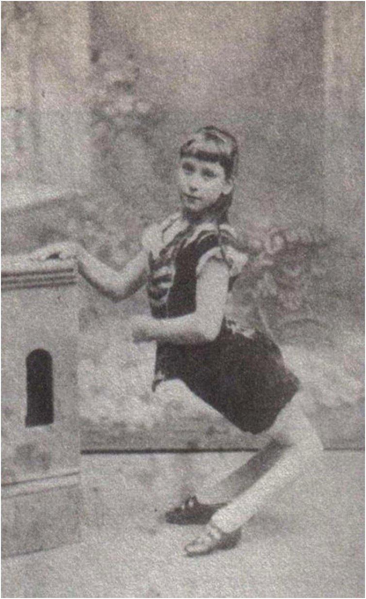 Ella Harper - The camel girl