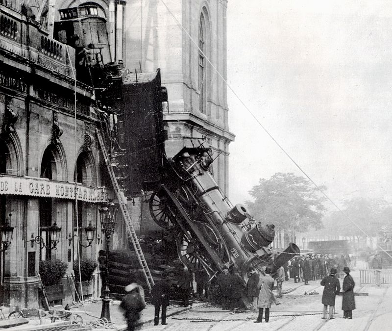 800px-Train_wreck_at_Montparnasse_1895_2