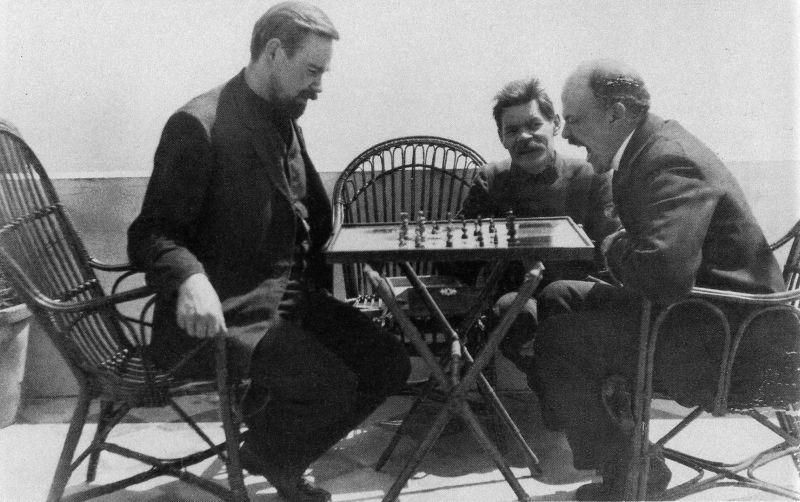 Alexander Bogdanov jouant aux échecs avec Lenine