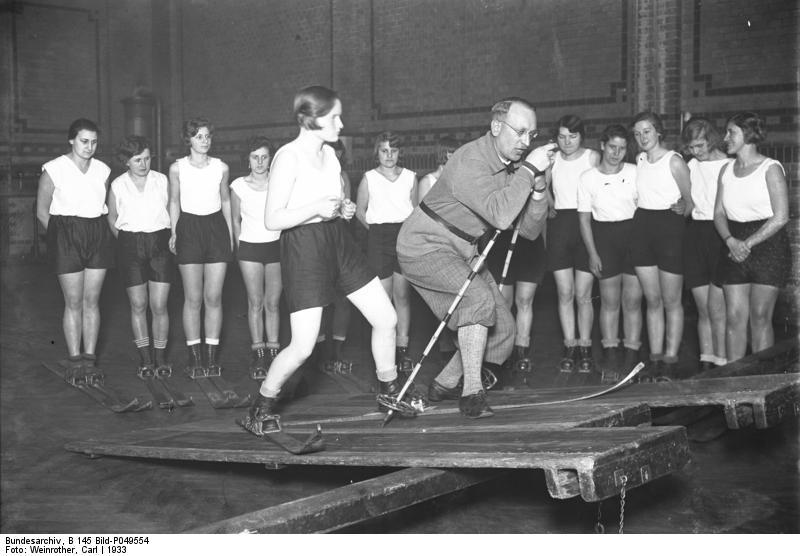 Berlin, Skiübungen in der Halle, In der Schräge