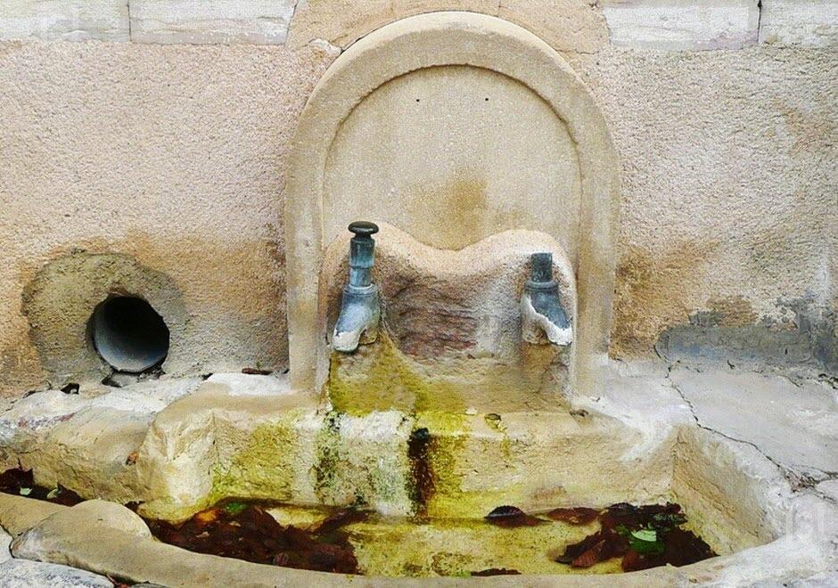 la-fontaine-des-jeunes-maries-photo-r-l-(clp)-1462194157